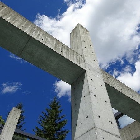 北海道勇払郡占冠村 水の教会