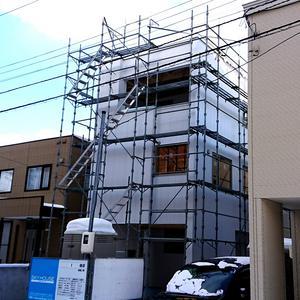 札幌市白石区にて『 3階建ビルトインカーポート 』ご新築。