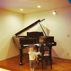 グランドピアノ搬入完了☆
