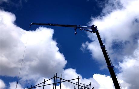 札幌市にてご新築「 棟上げ 」大工工事中。