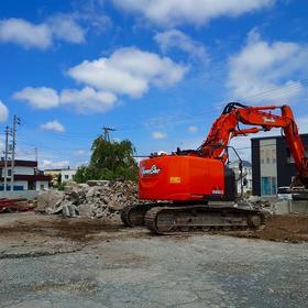 札幌市「 建替え・二世帯住宅 」ご新築 → 解体工事中。